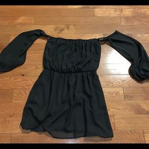 $bogo$ Tobi black cold shoulder blouse medium